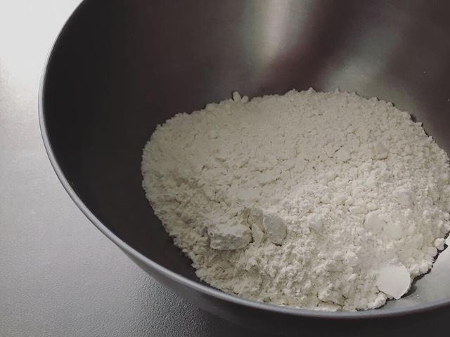 試作も兼ねたパン生地の仕込み用の小麦粉