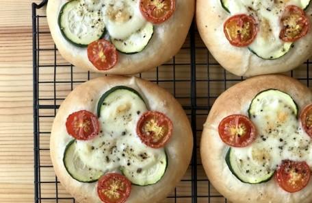 パン教室のメニュー、色鮮やかな夏野菜のピザ